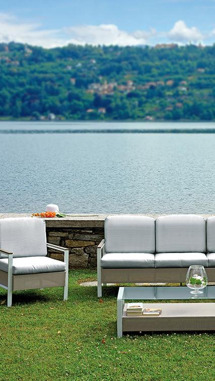 Moia Spa, produzione Ombrelli, Mobili da Giardino, Pelletteria.